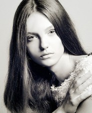 Laura Szofia - front
